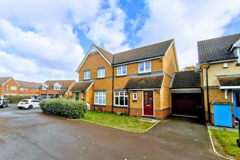 3 bedroom semi-detached house to rent - Avondale Gardens, Hounslow