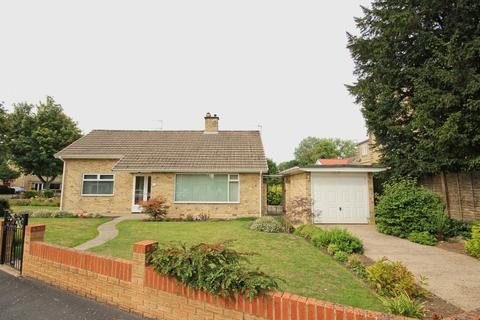 2 bedroom detached bungalow for sale - Elmfield Drive, Cottingham, HU16