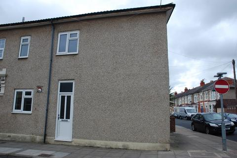 2 bedroom end of terrace house to rent - Baffins