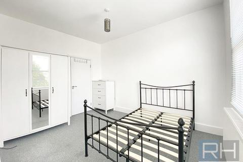 Studio to rent - Lancaster Road, Finsbury Park, London, N4