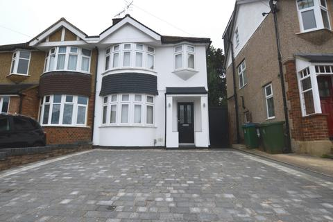 3 bedroom semi-detached house to rent - Carisbrooke Avenue, Watford, WD24