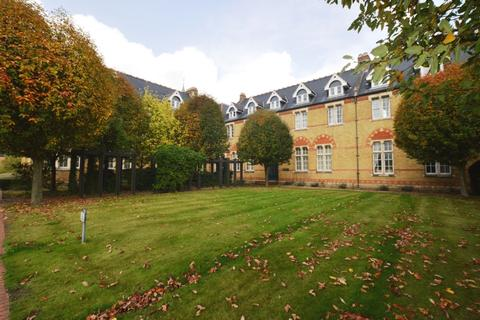 2 bedroom apartment to rent - Aston Close, Watford, WD24