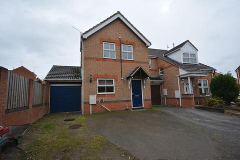 3 bedroom semi-detached house to rent - Kestrel Close, Bolsover, Chesterfield, S44 6QH