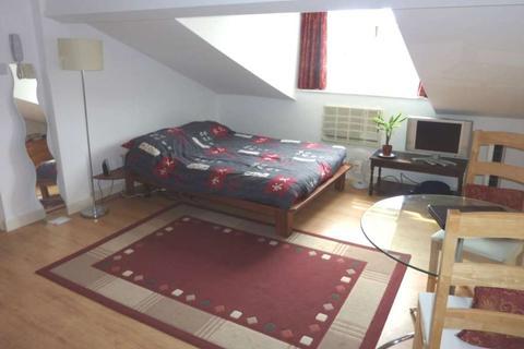 Studio to rent - Goldsmid Road, Town Centre
