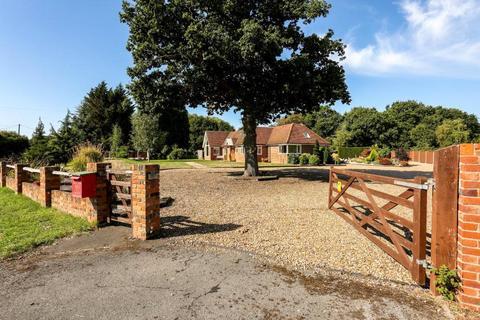 4 bedroom bungalow for sale - Stroude Road, Egham, Surrey, TW20