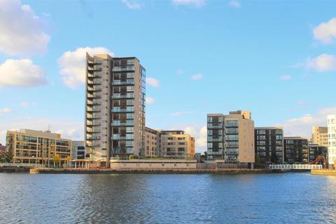2 bedroom flat to rent - Capella House, Celestia, Cardiff Bay, Cardiff
