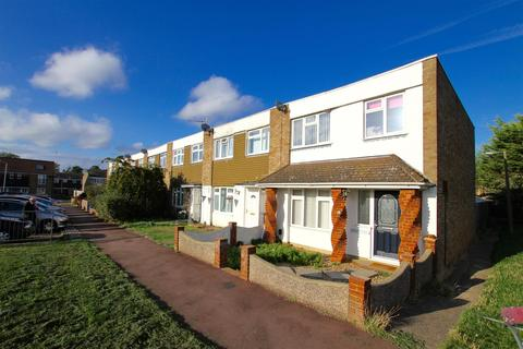 3 Bedroom Terraced House To Rent   Carolines Close, Southend On Sea