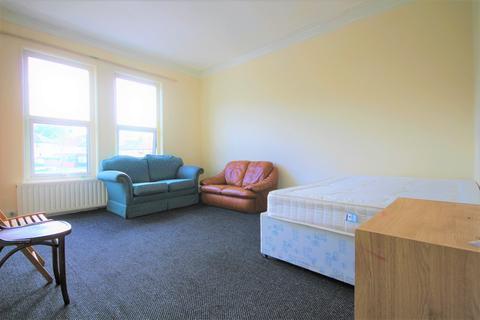 1 bedroom flat to rent -  Roundhay Road,  Leeds, LS8