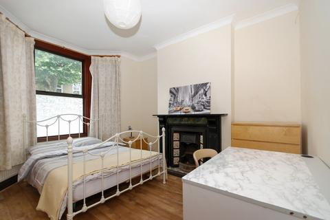 1 bedroom house share to rent - Inverine Road, London, SE7