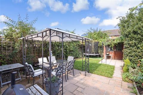 3 bedroom semi-detached house for sale - Townsend Road, Snodland, Kent