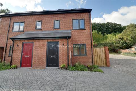 3 bedroom detached house to rent - North Street, ST4