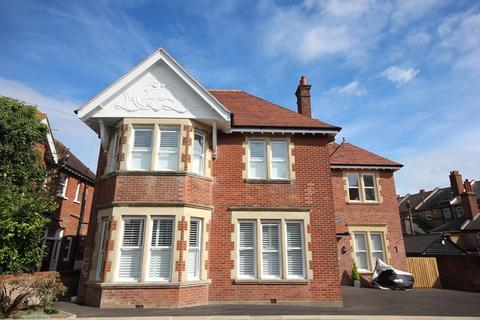 2 bedroom property to rent - Bryanstone Road, Bournemouth