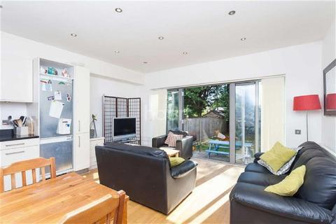 4 bedroom terraced house for sale - Imperial Close, NW2