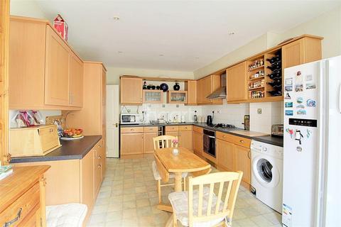 4 bedroom end of terrace house for sale - St Andrews Park, NR7