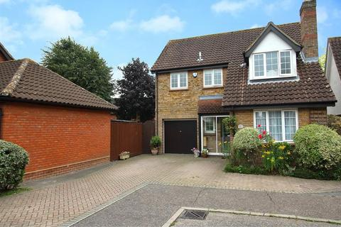 4 bedroom detached house for sale - Canterbury Way, Chelmsford, Essex, CM1