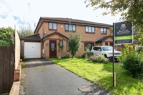 3 bedroom semi-detached house for sale - Newburn Close, Skelmersdale, WN8 6PJ