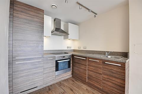 2 bedroom house to rent - The Green, Southall, London