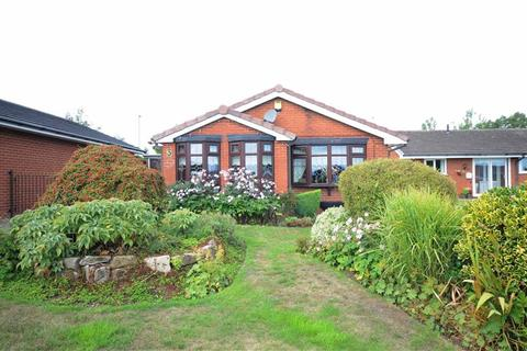 2 bedroom detached bungalow for sale - Rushmore Grove, Meir Park