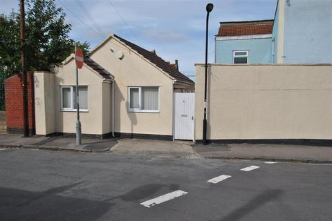 2 bedroom bungalow for sale - Cemetery Road, Totterdown, Bristol