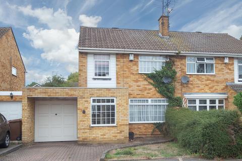 3 bedroom semi-detached house for sale - Liston Close, Luton