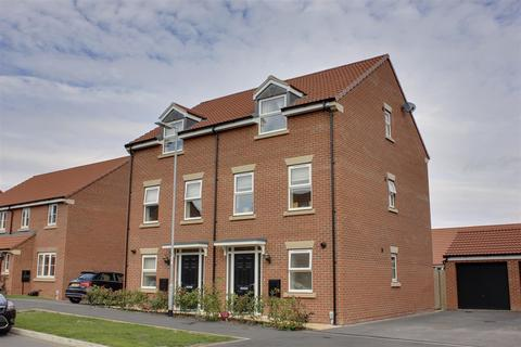 3 bedroom townhouse for sale - Cherry Avenue, Hessle
