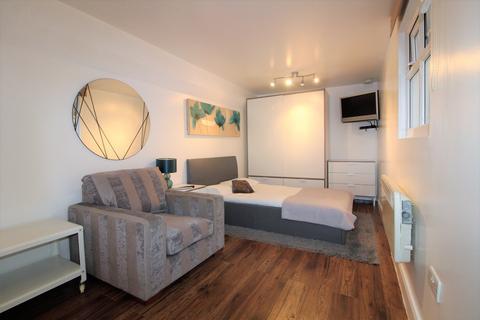 Studio to rent - Sheringham Avenue, Oakwood, N14