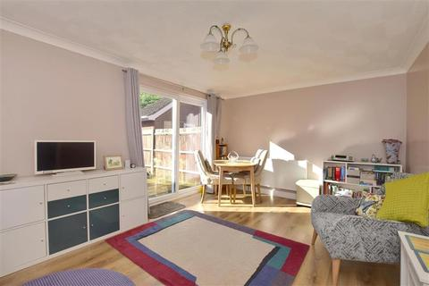 3 bedroom semi-detached house for sale - Mabledon Close, New Romney, Kent