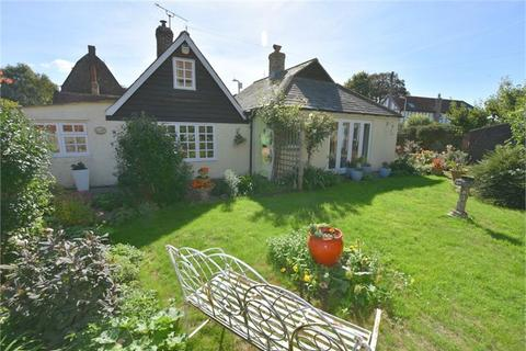 2 bedroom detached bungalow for sale - The Street, St Nicholas at Wade, Kent