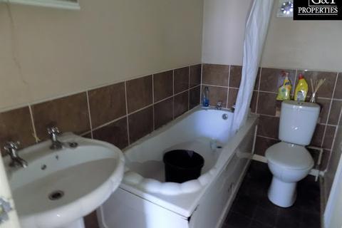 Studio to rent - High Street, Lye, Stourbridge, DY9