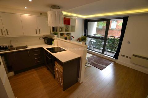 Studio to rent - Liverpool Road, Manchester