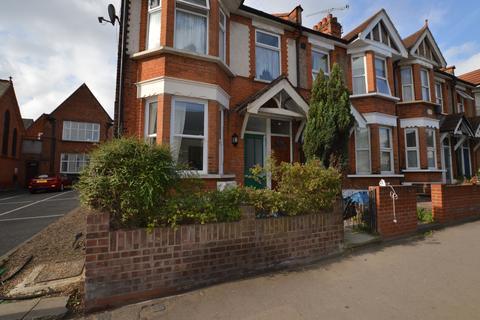 3 bedroom flat to rent - George Lane, London, E18