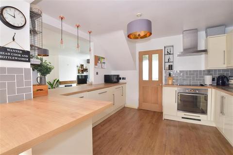 3 bedroom semi-detached house for sale - Medhurst Gardens, Gravesend, Kent
