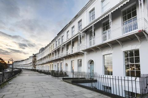 2 bedroom flat to rent - Royal York Crescent, Clifton, BS8