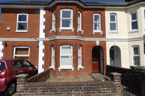 Studio to rent - Holden Park Road, Southborough