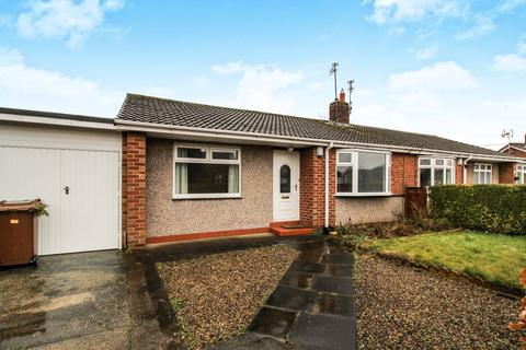 2 bedroom bungalow for sale - Acomb Crescent, Red House Farm, Newcastle upon Tyne, Tyne & Wear, NE3 2AY