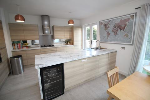 3 bedroom bungalow for sale - The Gables, Kenton Bank Foot, Newcastle upon Tyne, Tyne & Wear, NE13 8AQ