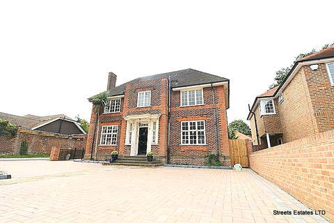 3 bedroom detached house for sale - 6 Walderslade Road, Chatham ME4