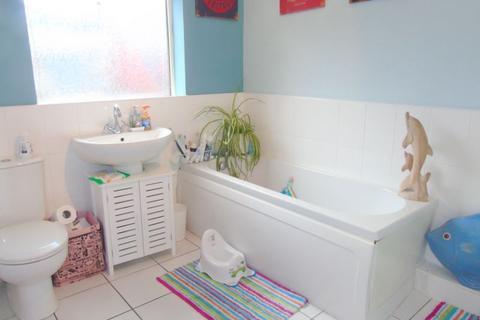 2 bedroom flat for sale - Middle Street East, Walker, Newcastle upon Tyne, Tyne and Wear, NE6 4DF