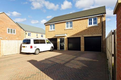 2 bedroom flat for sale - St. James Gardens, Bedlington, Northumberland, NE22 5SD