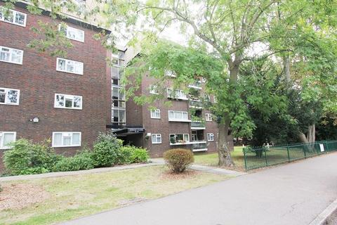 3 bedroom penthouse for sale - Lodge Close, Edgware, Greater London. HA8 7RL