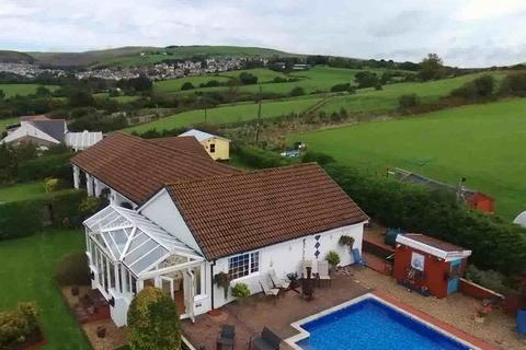 4 bedroom detached bungalow for sale - Ty Newydd Farm, Blackmill, Bridgend, Bridgend County. CF35 6EN