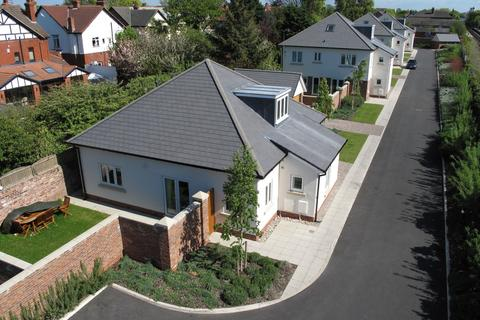 3 bedroom bungalow for sale - Hall Park, Blundellsands, Liverpool, L23