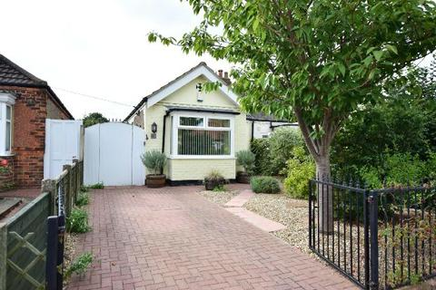 2 bedroom semi-detached bungalow for sale - Revesby Avenue, Grimsby