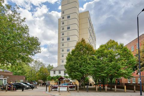 3 bedroom flat for sale - Battersea Park Road, London