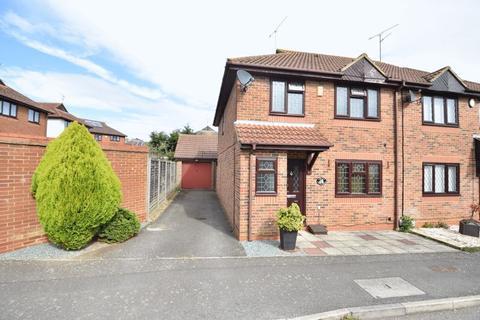 4 bedroom semi-detached house for sale - Edgcott Close, Luton
