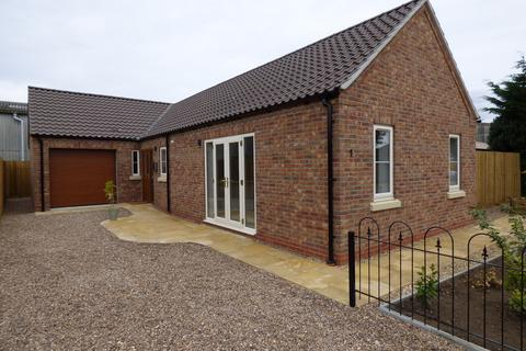 2 bedroom detached bungalow for sale - William Close, Donington