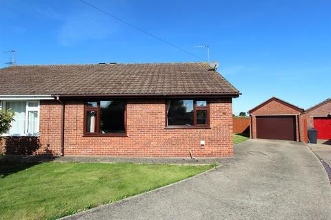 2 bedroom semi-detached bungalow for sale - Glamis Place, Louth, LN11 0YT