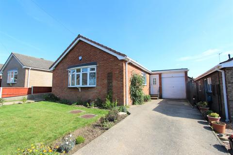 2 bedroom detached bungalow for sale - Tudor Drive, Louth