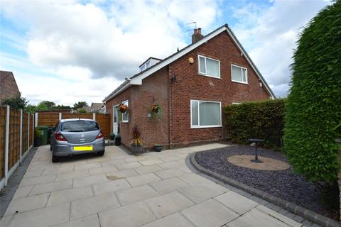 2 bedroom semi-detached bungalow for sale - Stott Drive, Flixton, Manchester, M41