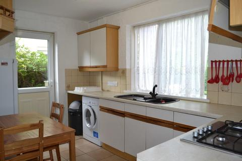 3 bedroom semi-detached house to rent - Crowther Avenue, Brentford